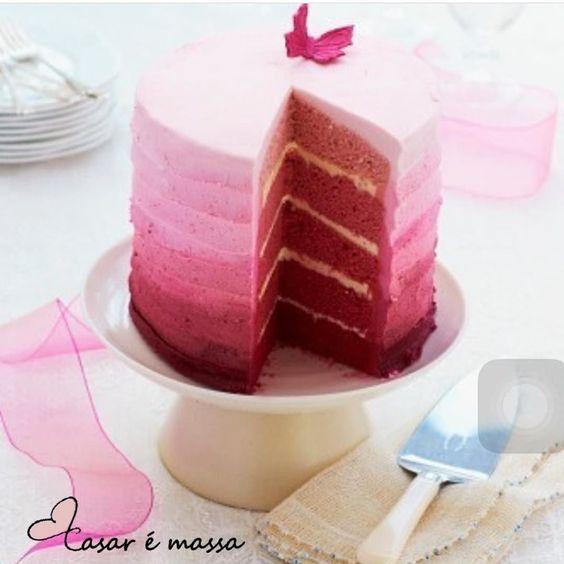 Bolo lindo para o chá de lingerie com as amigas!  #casar #casaremassa #bolodenoivado #chadelingerie by casaremassa