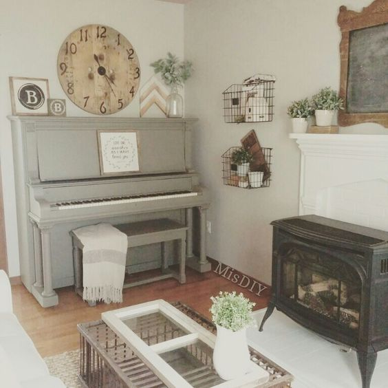 Painted piano by MisDIY: