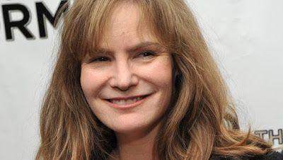 cotibluemos: Jennifer Jason Leigh hace historia en Hollywood