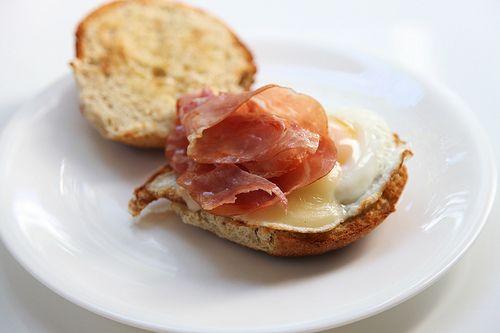 gouda, prosciutto and egg breakfast sandwich