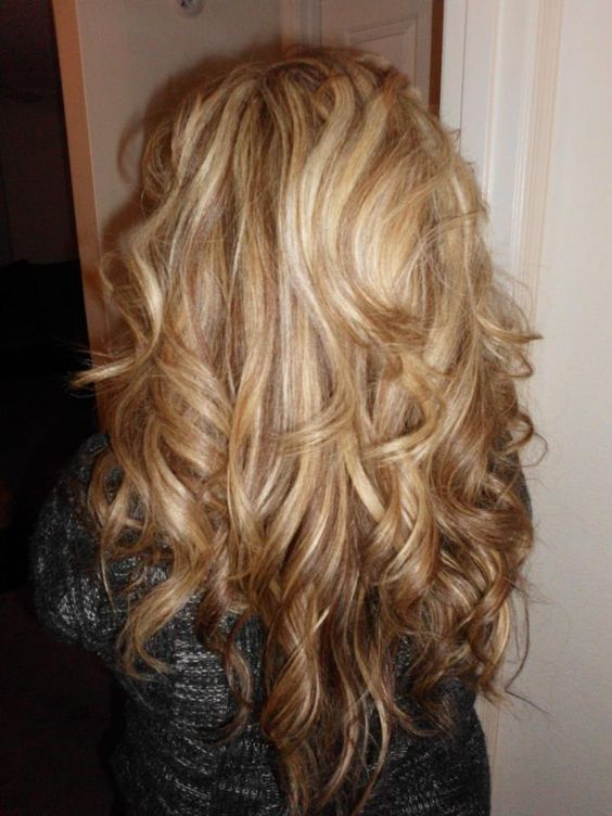 Blonde highlights and love the curls. gotta look at this when i wanna cut my hair!
