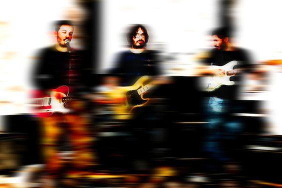 """""""Delbosque van a meter ruido"""". Nuevo grupo al que seguir la pista: desde Huelva, Delbosque han publicado su primer EP, homónimo; cuatro canciones que tantean varios estilos del indie-rock más atrevido y fresco, con particular aprecio por la rama noise y, en particular, Yo La Tengo, con un resultado más que notable. http://caosblanco.wordpress.com/2014/05/15/delbosque-van-a-meter-ruido/ #rock #indie"""
