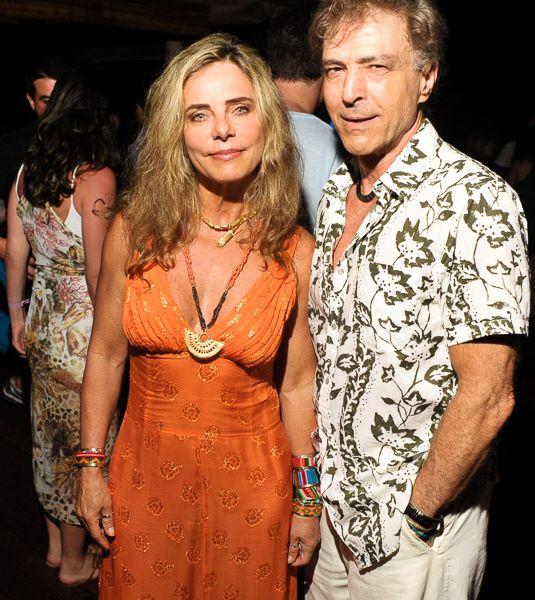 Bruna Lombardi, 65 anos, também investe na tendência, inclusive, para a balada.