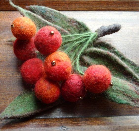 Accessoire de la mode Broche en laine Fruits de sorbier