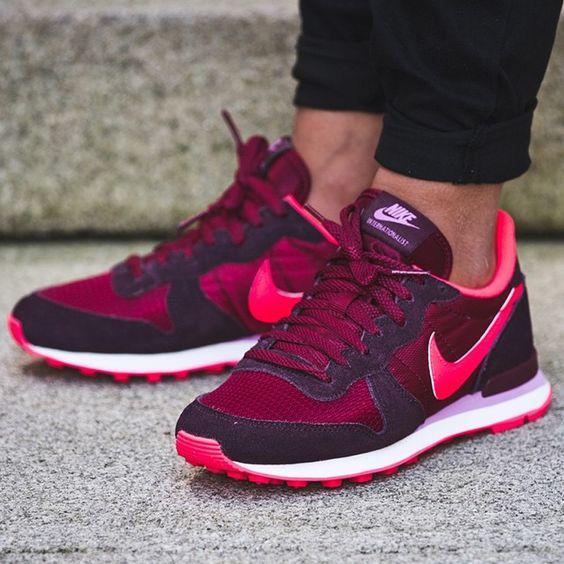 Nike WMNS Internationalist (rot / pink) - 43einhalb Sneaker Store Fulda