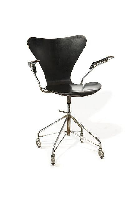 arne jacobsen 1902 1971 fauteuil de bureau 3117. Black Bedroom Furniture Sets. Home Design Ideas