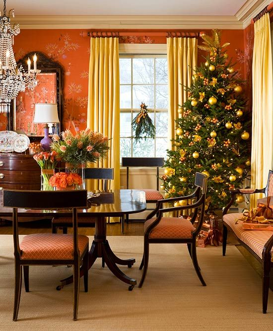 37 Stunning Christmas Dining Room Décor Ideas: Lovely Coral Dining Room Decked Out For Christmas