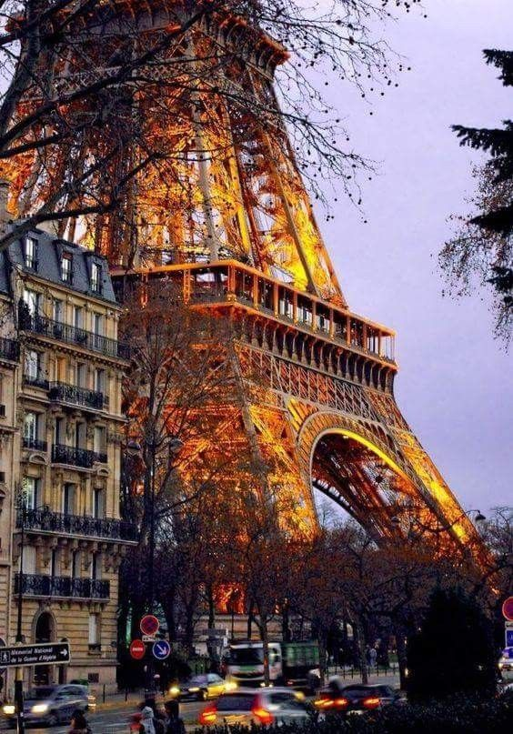 La Tour At Sunset Paris Tour Eiffel Eiffel Tower Paris Travel