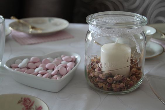 Tischdeko für eine Kaffeetafel