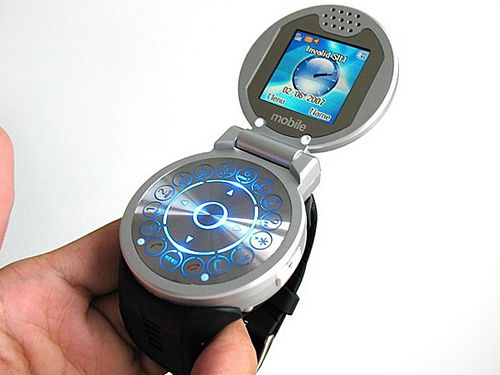 The latest of the Cool phone series for the Chinese market, the G108 incorporates a unique clamshell design that looks very much like an accessory from Dick Tracy's spy gear.     One side of the clamshell is a 1.5-inch (160 x 128-pixel) 256K-color display, while on the other side is a circular keypad that resembles the rotary dial.