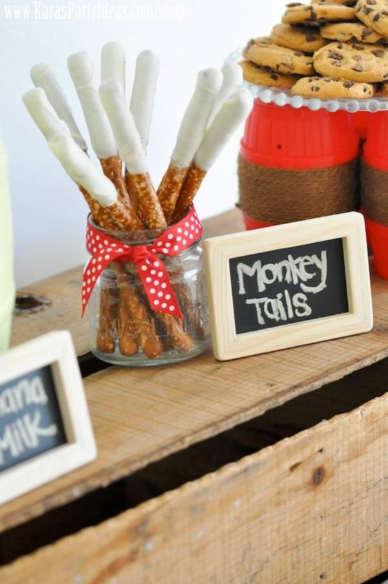 Mason jar for holding different sweets - the chalkboard signs add a cute touch!