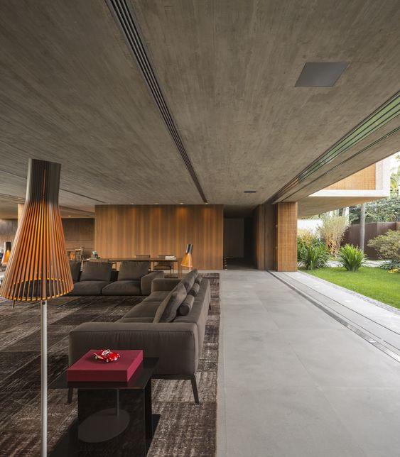 Casa P / Studio MK27 - Marcio Kogan + Lair Reis #living #lighting #wall