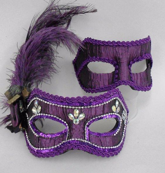 Máscaras venezianas luxo de carnaval para casal em roxo/vinho.  Clique para ver onde comprar.