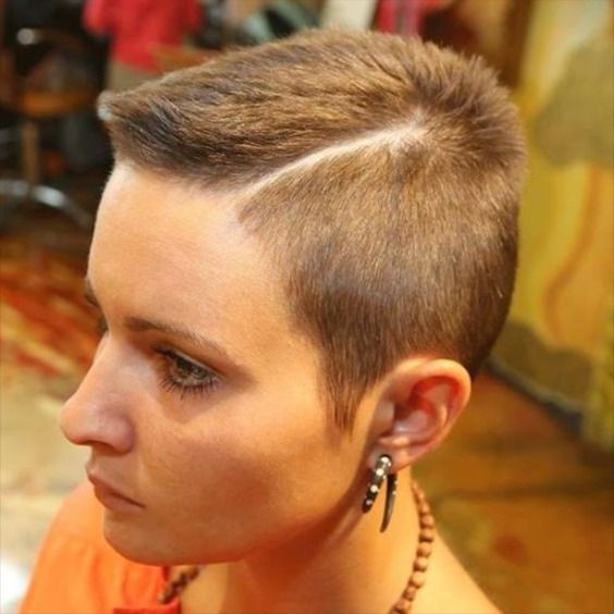 Epingle Par Bc Sur Short Hair Cheveux Ultra Courts Coupe De Cheveux Cheveux Tres Courts