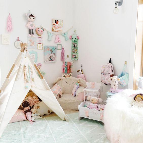 Hippy Tipi - zauberhafter Mädchenraum in Mint & Rosa - Teppich über www.meinekleineliebe.de