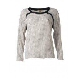 Trendy blouse met ronde hals en zwarte accenten. Gemaakt van 100% viscose. Durf te combineren met de reversible jacket en black culotte.