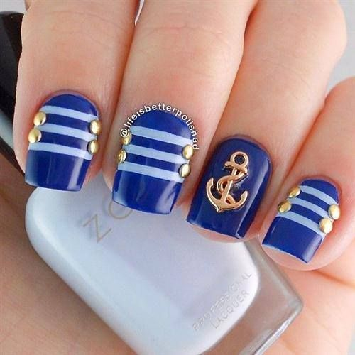 Base color azul rey con rayas color azul claro - Unas azules decoradas ...