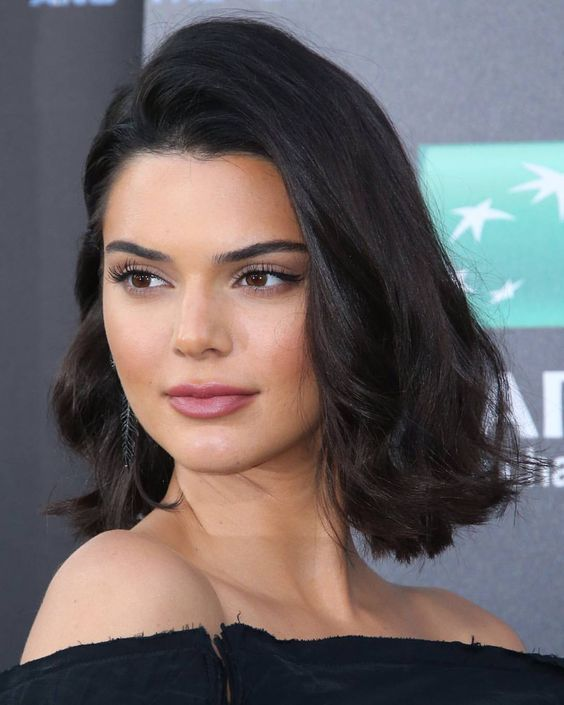1 116 Likes 3 Comments Hadids And Jenner News Hadids Jenner On Instagram July 17 Kendall At T Kendall Jenner Short Hair Jenner Hair Medium Hair Styles
