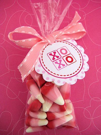 cute valentine treat bags - free circle printables