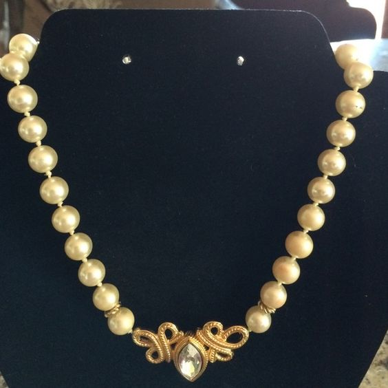 Faux pearl necklace with gold accessories Faux pearl necklace with gold accessories and center bling faux diamond.  Very pretty even the clasp!  Measures about 16 1/2 inches in length. Ornate looking! Jewelry Necklaces