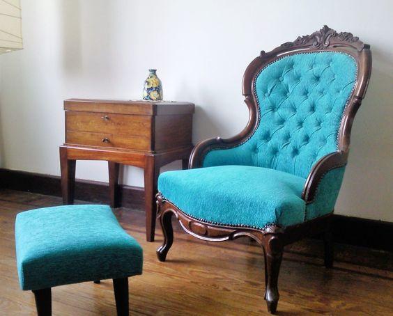 Alucinante butaca victoriana en caoba: Un toque de color y encanto para tu casa! Precio de venta $21000 (pesos uruguayos)