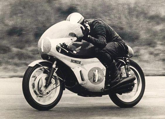 Mike Hailwood, 297cc Honda 6 RC 174 (1967)