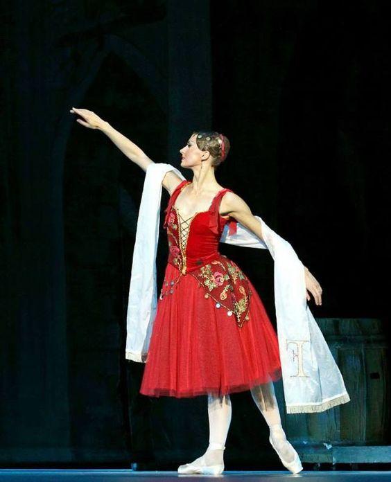 Alexandra Timofeeva, «La Esmeralda», The Kremlin Ballet (September 19, 2014). ✯ Ballet beautie, sur les pointes ! ✯