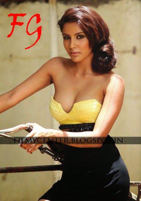 Hot sexy priya anand