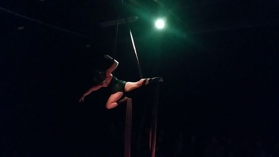#tecidoacrobatico no espaço protótipo, 2015.   #tatianasantiago #aerialsilk #circo #circus