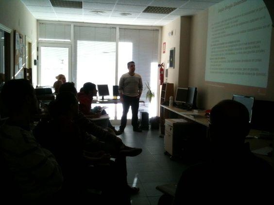 Formación interna sobre Analítica Web por nuestro responsable de Search Marketing, Jose Vicente @vicentesabuco
