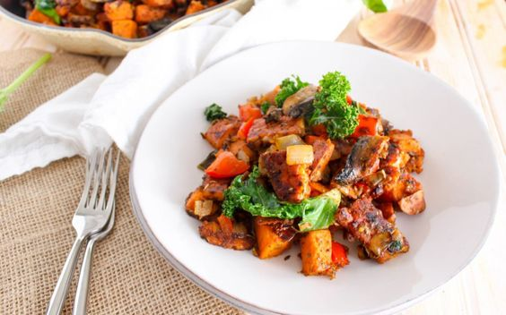 Spicy Tempeh-Bacon Sweet Potato Hash [Vegan] | One Green Planet