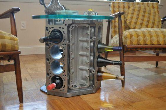 Mesa e adega feita com bloco de um motor