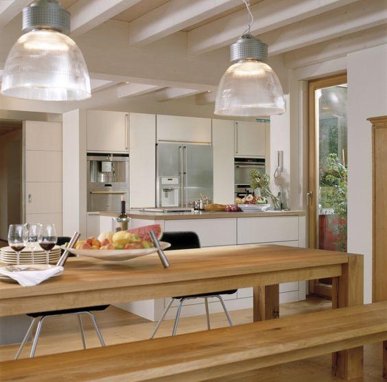 Eckiger Esstisch aus Holz in offener Küche Räume Pinterest - offene küche mit theke