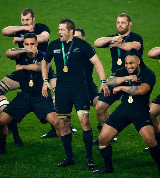 Ver un partido de Rugby.