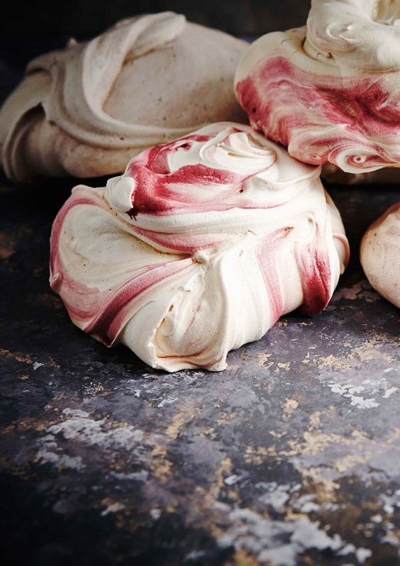 Strawberry Meringues. Click for recipe.
