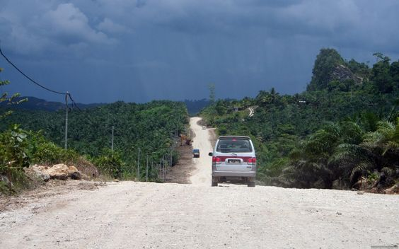 After rainfall, the road gets extremely muddy. Cars had great difficulty driving on these muddy roads between Sandakan and Sukau.