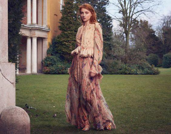 Sophie Turner de Game of Thrones em estilo romântico  Fragmentos de Moda