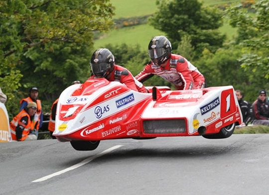 Molyneux vows to return stronger for 2014 TT Races as he celebrates narrow RAC TT Sidecar Championship title - Isle of Man TT Official Website