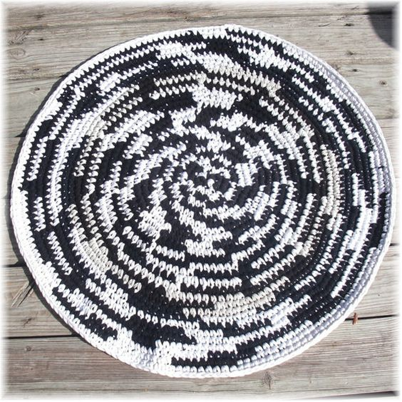 Crochet Rug Round Black and White Rag Rug Made From T ...