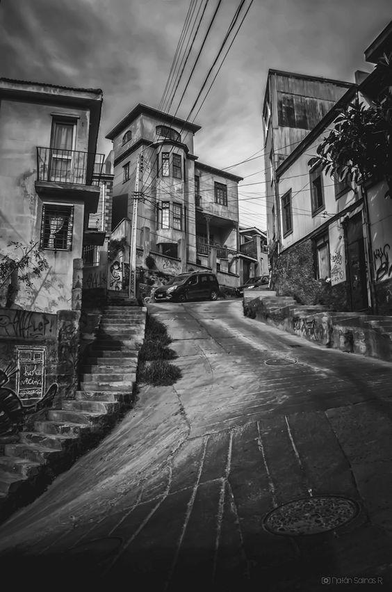 Temática: Valparaíso en Blanco y Negro.  General Mackenna, Cerro Yungay.