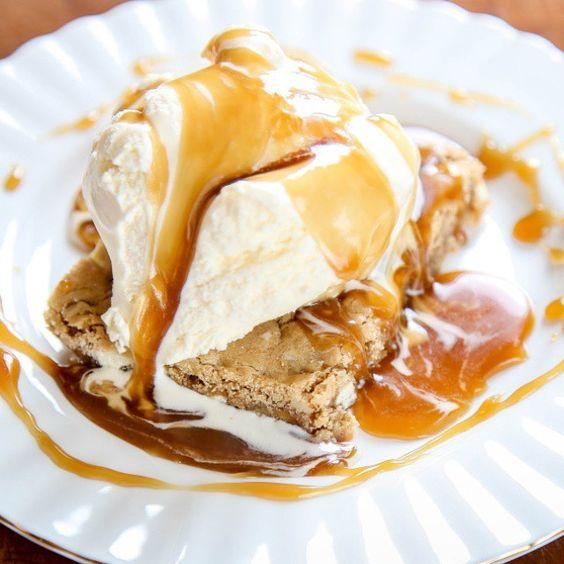 #caramel #toffee #butterscotch #dulcedeleche #bar #bars #squares #square #food #foodporn #dessert #cake #blondie #blondies #vanilla #icecream #syrup #sauce