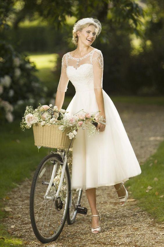 50 Vintage Midi Wedding Dresses Ideas 19 Fiveno Figure Flattering Wedding Dress Flattering Wedding Dress Short Wedding Dress