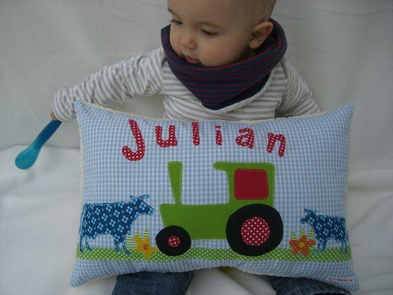 """Schönes Geschenk zur Geburt, zur Taufe, zum Geburtstag oder einfach nur so...    Traumhaftes Kissen für Jungs mit """"Traktor im Stau""""- Motiv und hochwer"""