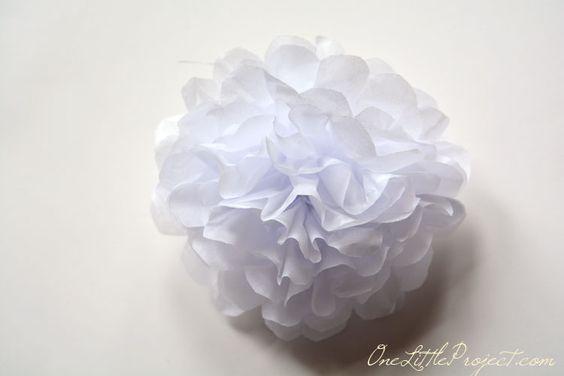 Vind+je+het+ook+zo+leuk+om+een+cadeautje+mooi+in+te+pakken?+Maak+deze+kleurrijke+bloemen+van+papieren+zakdoekjes!