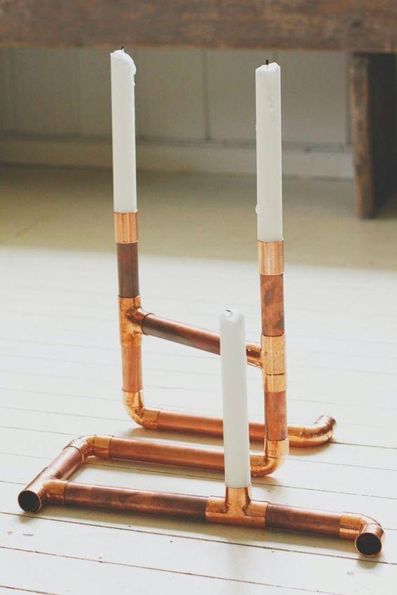 Kupfer erobert die Dekowelt: So stylst du dein Zuhause auf! DIY Idee: Kerzenhalter aus Kupfer-Rohren!