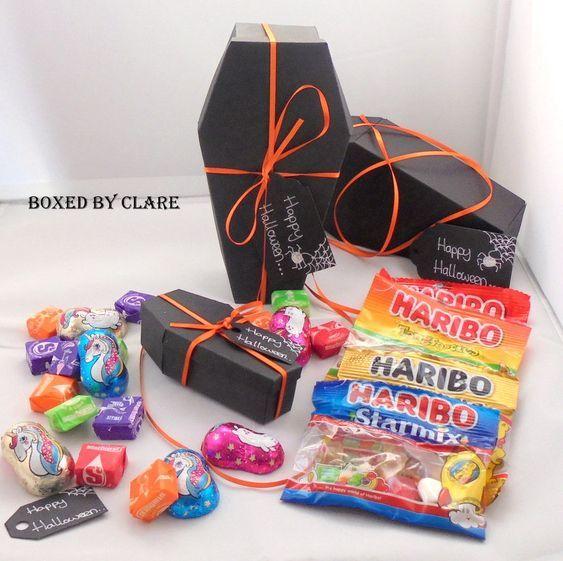 توزيعات وهدايا لحفل الهالوين افكار سهلة وممتعة Easy Ideas For Halloween Party Treats And Gifts Halloween Party Favors Handmade Candy Halloween Party Treats