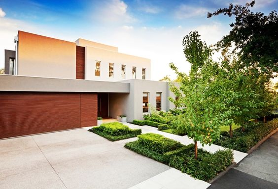 Exterior, Elegant Large Clean Carport And Driving Way Of A Stunning Retreat House Beautified With Greenery And Trees: Extraordinary Modern Exterior House with Swimming Pool