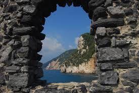 Image from http://www.wikispedia.it/mediawiki/images/c/c8/Portovenere_FINESTRA_BYRON.jpg.