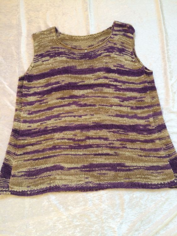 A tanktop pattern with some changes. Knitted