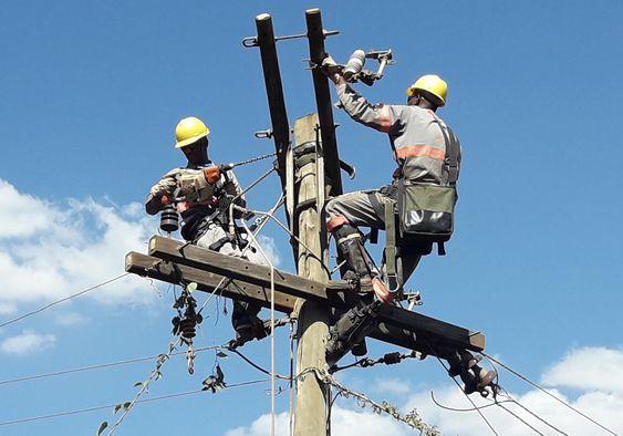 Segurança com Eletricidade AVALIAÇÃO DE APROVEITAMENTO TREINAMENTO DE NR 10 BASICO E COMPLEMENTAR